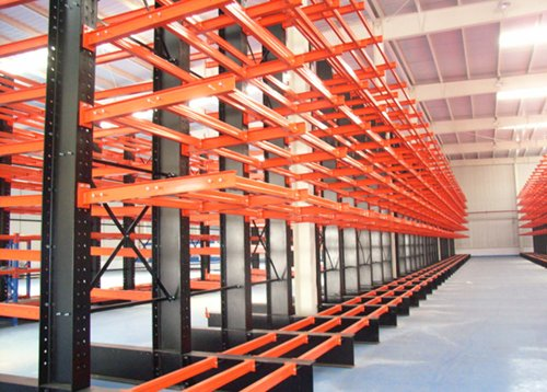 Cantilever storage system for trade warehouse