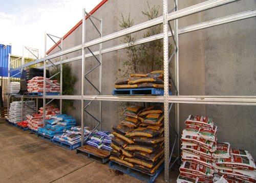 Pallet racking shelving system for garden nursery