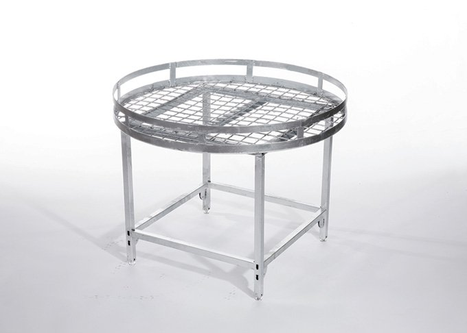 Round table stand medium size by Detail Retail